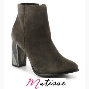 Chic Unique Matisse Grey Suede Booties